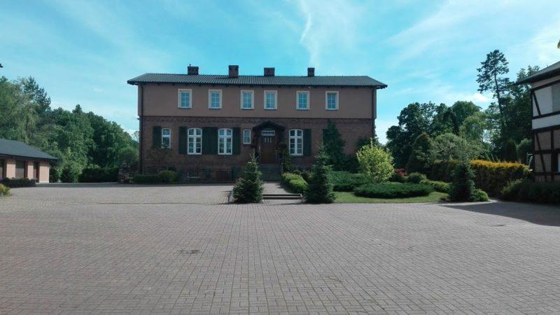 Zespół Poklasztorny Zakonu Kartuzów - zabytkowa zabudowa ul. Klasztornej