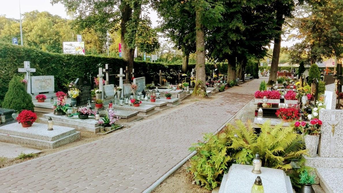 Rzymskokatolicki cmentarz przy ul. Wzgórze Wolności w Kartuzach cz 2.