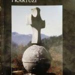 Krzyż z okładką albumu przygotowanego z okazji dziewięćsetlecia przybycia świętego Brunona i jego towarzyszy na pustkowie Kartuzji