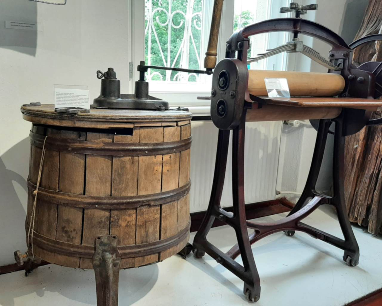 Muzeum Kaszubskie w Kartuzach - pralka automatyczna – ręczna